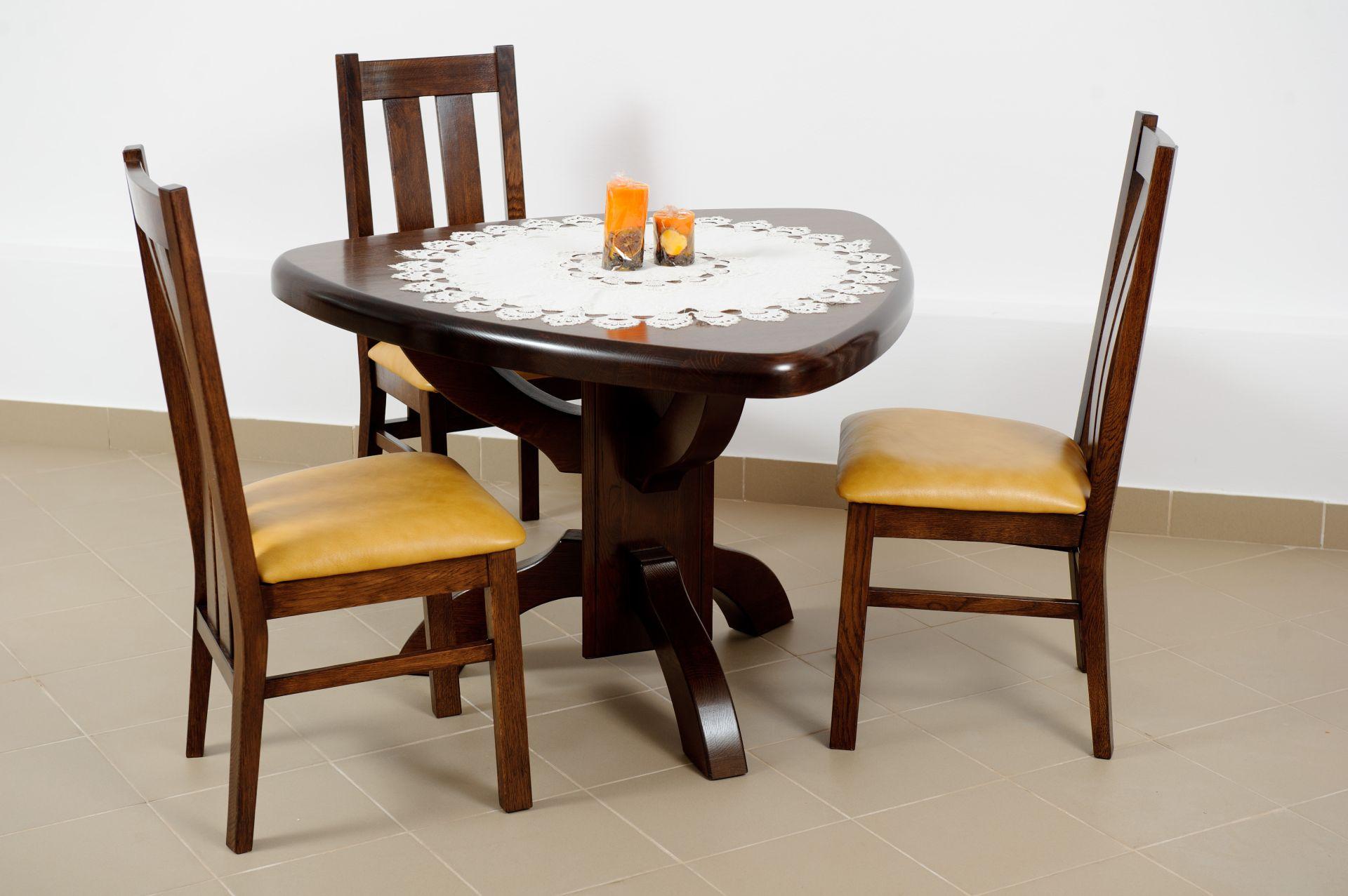 Jídelní dubový stůl trojuhelník