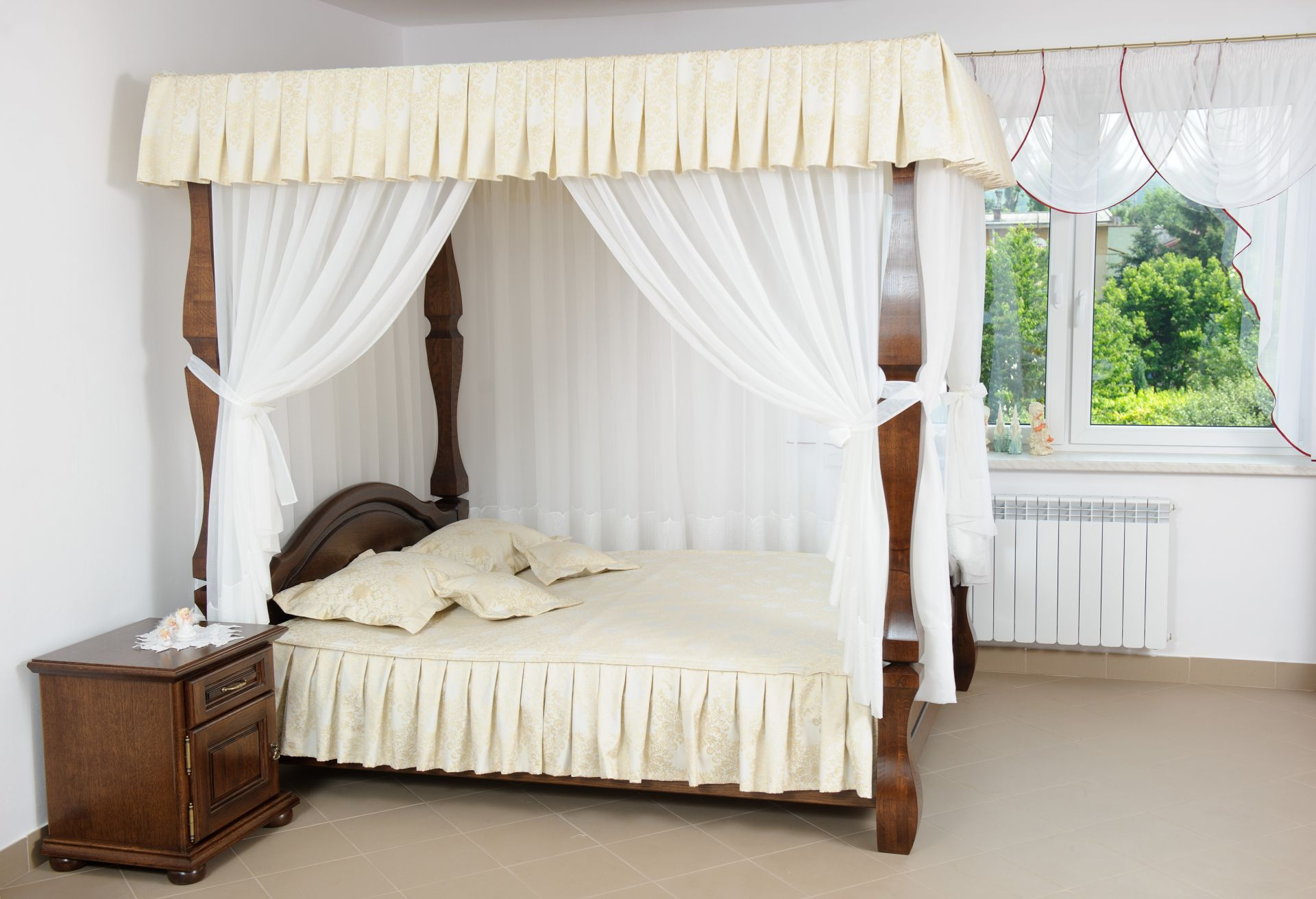 Dubová postel s nebesy Amsterdam