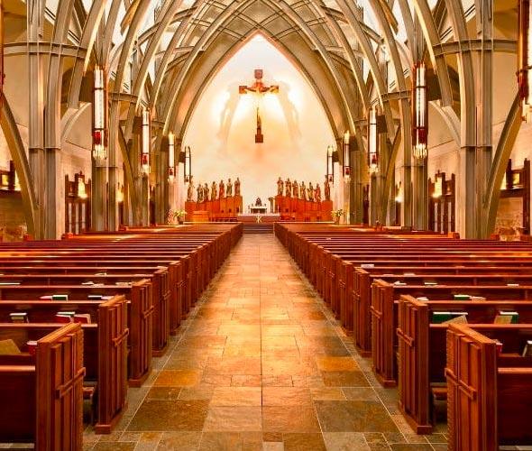 Nábytek do kostela